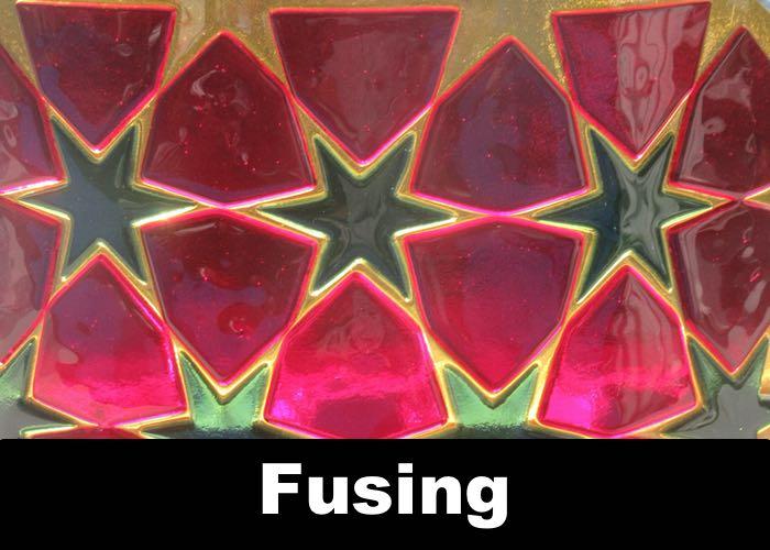 Glasfusing of fusion glas een van de door ons gebruikte technieken voor ambachtelijke glaskunst