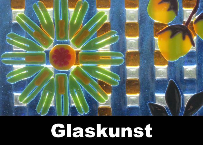 Glaskunst, glazen sieraden, glazen vazen allemaal gemaakt in ons glasatelier