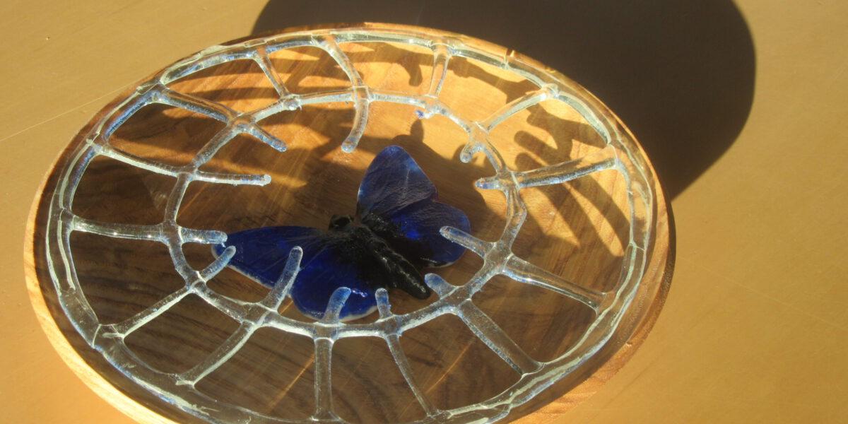 Glas in Lood schaal met hout,gemaakt in samenwerking met RMwoodturning.nl